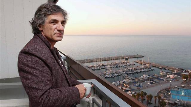 אלון אבוטבול. עם הפנים לים התיכון (צילום: עידו ארז) (צילום: עידו ארז)