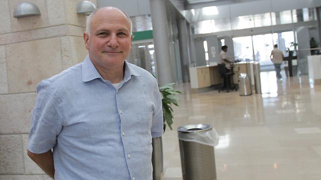 פרופ' יורם וייס. 100 אלף שקל עלות מעביד (צילום: אלכס קולומויסקי) (צילום: אלכס קולומויסקי)