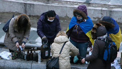Women preparing Molotov cocktails in Kiev, Wednesday morning. (Photo: Reuters) (Photo: Reuters)