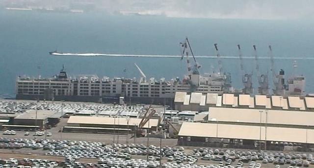 ספינת המשא עוגנת בנמל אילת (צילום: אנונימוס)