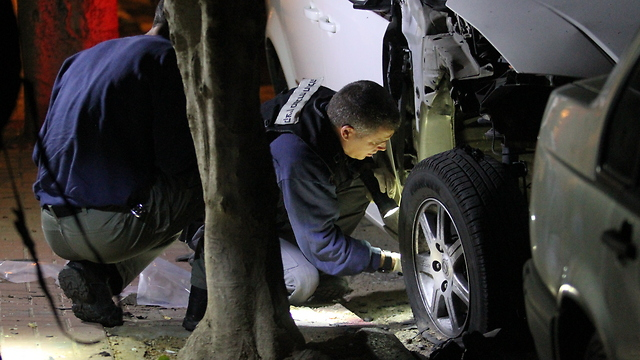 Police examining scene of car explosion (Photo: Ido Erez)
