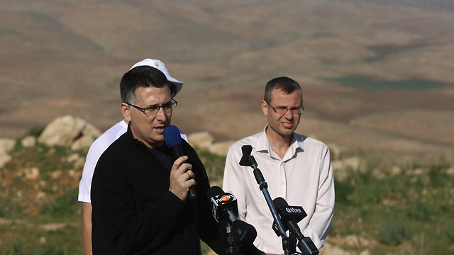 Minister Sa'ar addresses marchers (Photo: Yonatan Zindel, Flash90)
