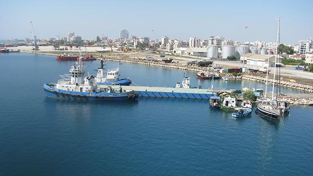הקפריסאים-היוונים מתנגדים להתערבות צבאית מצד מדינות זרות (צילום: מורן אזולאי)