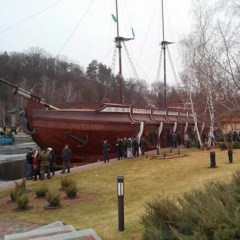 הספינה הנשיאותית במרינה (צילום: מתוך טוויטר) (צילום: מתוך טוויטר)