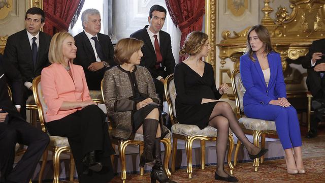 משמאל: שרת החוץ מוגריני, השרה לעניינים אזוריים לנצטה, השרה למנהל ציבורי  מאדייה והשרה שאחראית לקשר עם הפרלמנט בוקי (צילום: EPA) (צילום: EPA)
