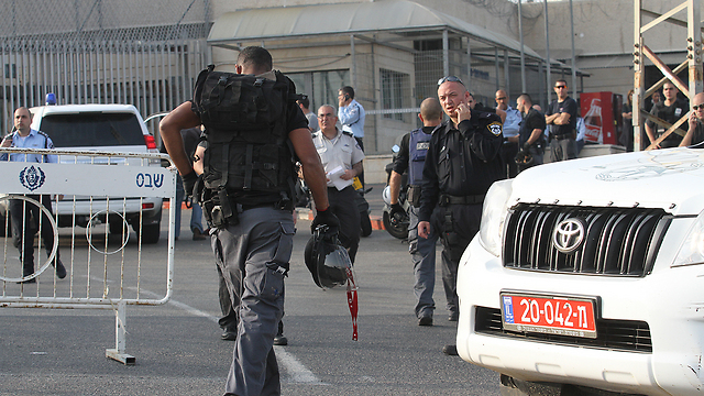Security forces at Rimonim prison (Photo: Ido Erez) (Photo: Ido Erez)