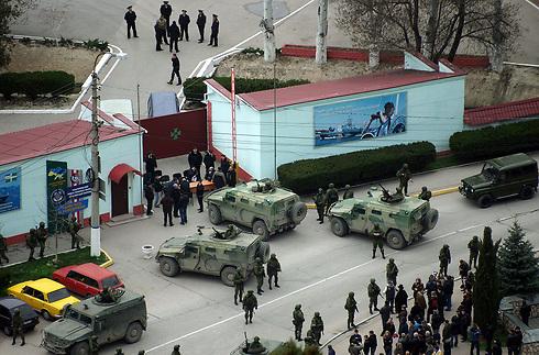 Russian tanks block Crimea army base (Photo: AFP)