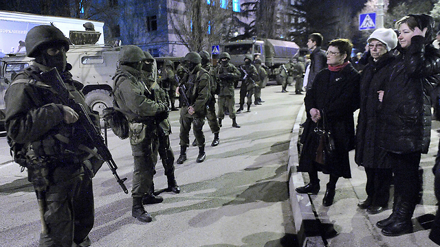 Unidentified armed men in Crimea (Photo: AFP) (Photo: AFP)