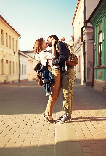 ותו לא. נשיקה צרפתית (צילום: shutterstock)
