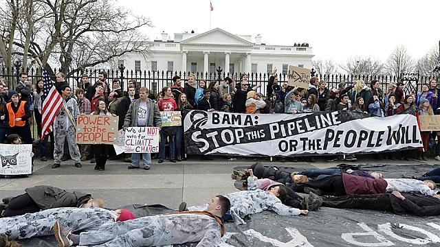 הפגנה בשנה שעבר נגד הנחת הצינור (צילום: רויטרס) (צילום: רויטרס)