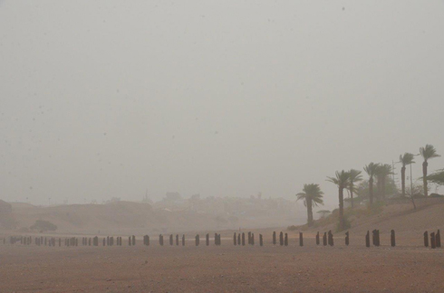 Sand storm over Eilat (Photo: Meir Ohayon)