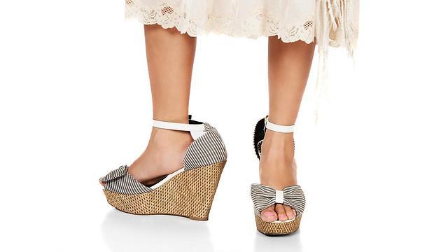 עקבה אחרי נשים ברחוב, לבשה שמלות ורצתה לנעול נעלי עקב (צילום: shutterstock) (צילום: shutterstock)