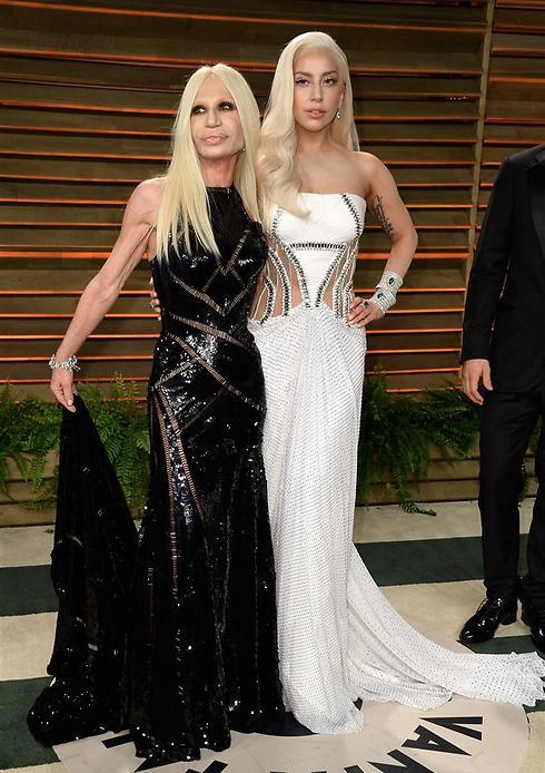 בובות הפלסטיק של ליידי גאגא ודונטלה ורסצ'ה (צילום: גטי אימג'בנק) (צילום: גטי אימג'בנק)