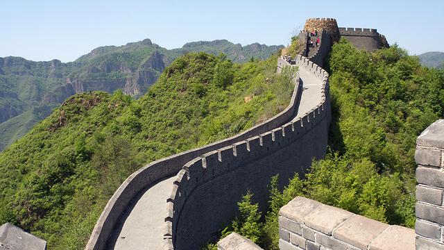 """החומה הסינית. הסינים קשוחים במו""""מ, והמוסכמה המערבית שעל שני הצדדים להרוויח - win win - אינה בהכרח משחקת אצלם תפקיד (צילום: shutterstock) (צילום: shutterstock)"""