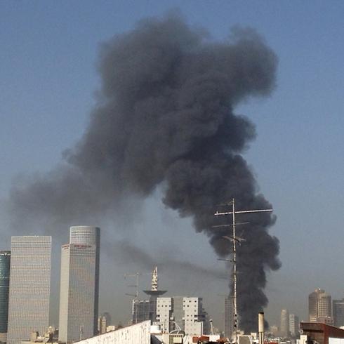 Smoke over Tel Aviv skyline (Photo: Guy Vingrobeski)