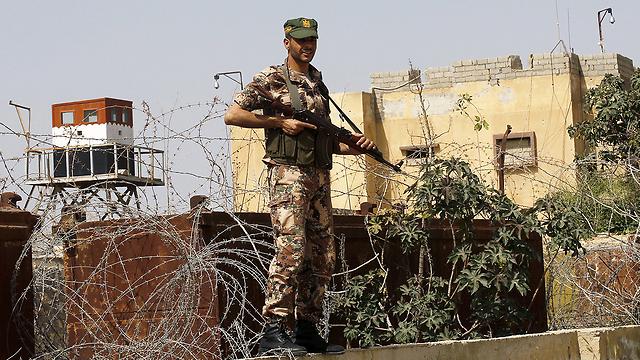 Hamas fighter on Gaza-Sinai border (Photo: AFP)