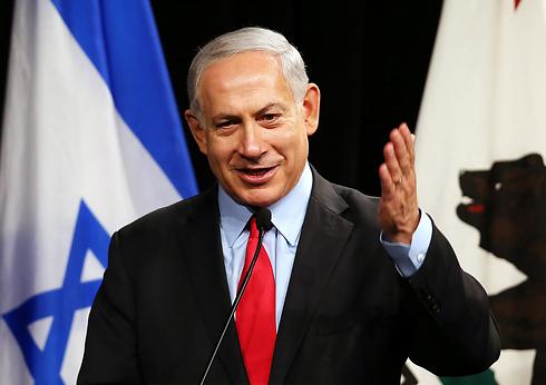 מעדיף למחוא כפיים. נתניהו (צילום: AFP)
