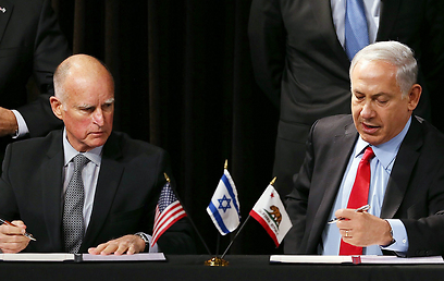 Netanyahu and California Gov. Jerry Brown (Photo: AFP) (Photo: AFP)