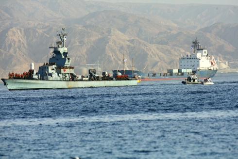 Israeli Navy ships entering Eilat Port after accompanying Klos C weapons ship (Photo: Motti Kimchi)