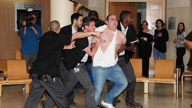 המהומה בבית המשפט אחרי ההחלטה על ההרשעה ברצח (צילום: הרצל יוסף) (צילום: הרצל יוסף)