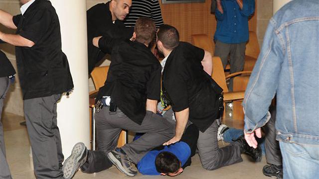 בני משפחתו של אוחיון התפרעו בבית המשפט (צילום: הרצל יוסף) (צילום: הרצל יוסף)