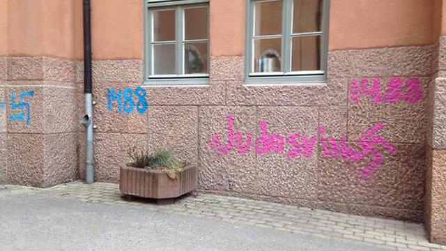 Hate graffiti on synagogues