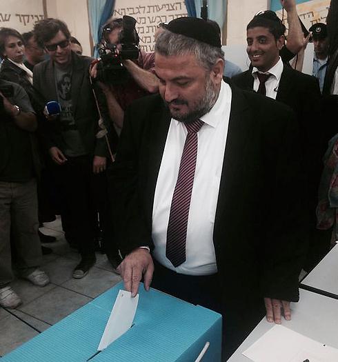 Beit Shemesh victor Moshe Abutbul votes (Photo: Yossi Hoffman / News24)