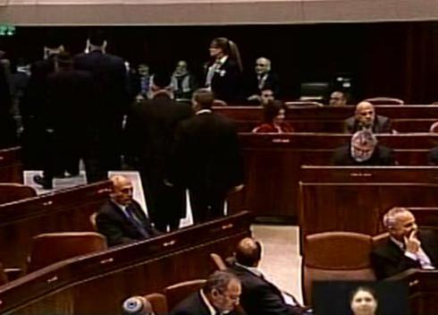 MKs walk out of plenum (Photo: Knesset)