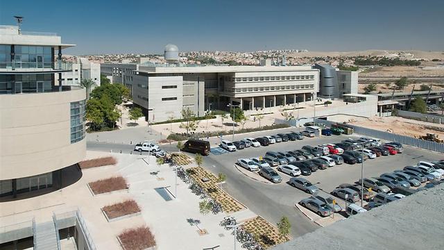 אוניברסיטת בן-גוריון: בימים אלה נבנים עוד שני חניונים ()