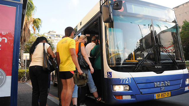 Public transport system lacking 238 express bus lines (Photo: Yaron Brenner)