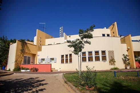 """ביה""""ס שקד בשכונת קריית חרושת בקריית טבעון (צילום: אבישג שאר-ישוב)"""