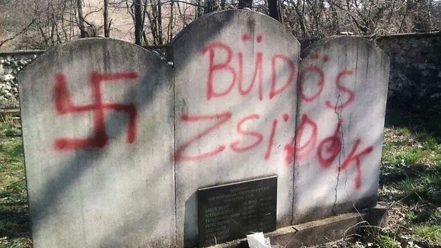 Grave desecration in Hungary (Photo: Feher Gabor)  ((Photo: Feher Gabor))