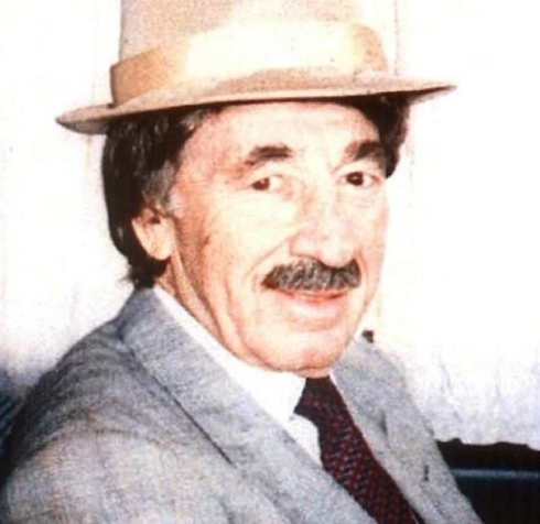 Peres dons mustache and fedora to visit Amman for peace talks with Jordan.
