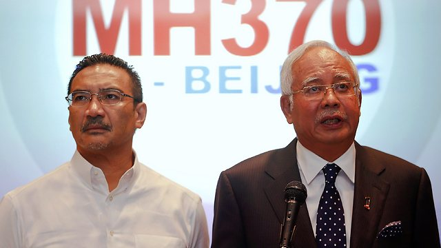 Malaysian prime minister (R) and defense minister (Photo: Reuters)