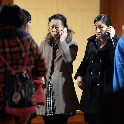 מאיימים בשביתת רעב. קרובי משפחה של נוסעים נעדרים בבייג'ינג (צילום: AFP) (צילום: AFP)