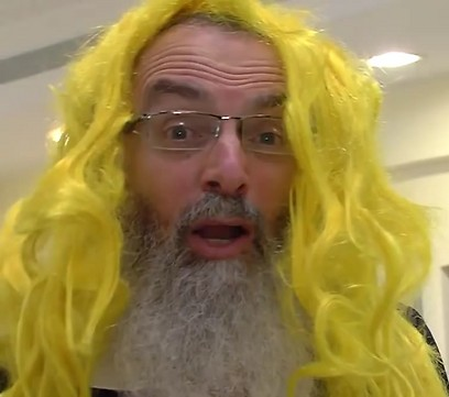 Rabbi Stav's controversial costume (photo from YouTube clip)