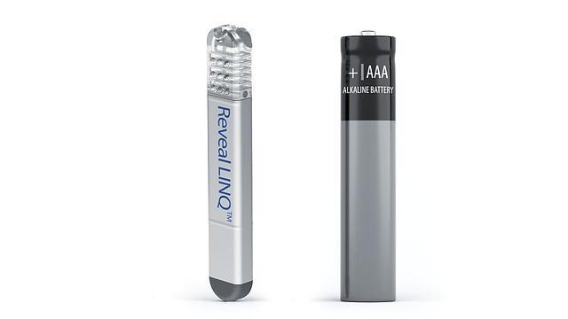 כשליש מגודל סוללת AAA. מכשיר האבחון החדש (צילום: מדטרוניק) (צילום: מדטרוניק)