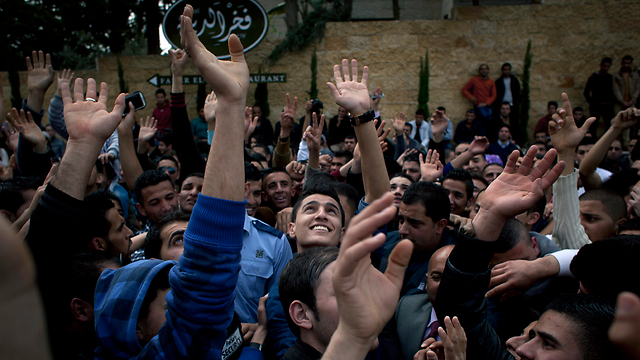 Mohammed Assaf (center) at the tryouts (Photo: AP)