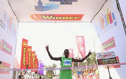 And the winner is... Ronald Kimeli Kurgat (Photo: Flash 90)