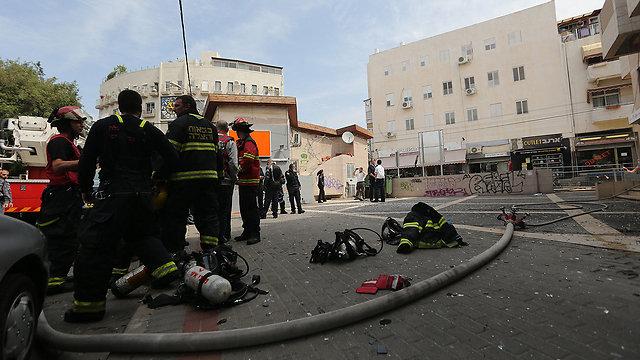 שלושה נפגעים. זירת הפיצוץ, הבוקר (צילום: ירון ברנר) (צילום: ירון ברנר)
