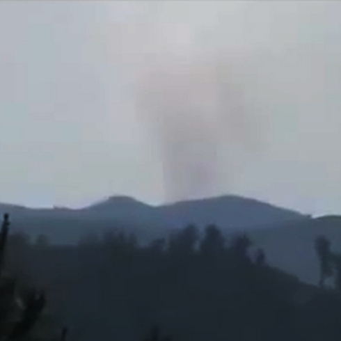 פטריית עשן מעל מקום התרסקות המטוס הסורי  ()