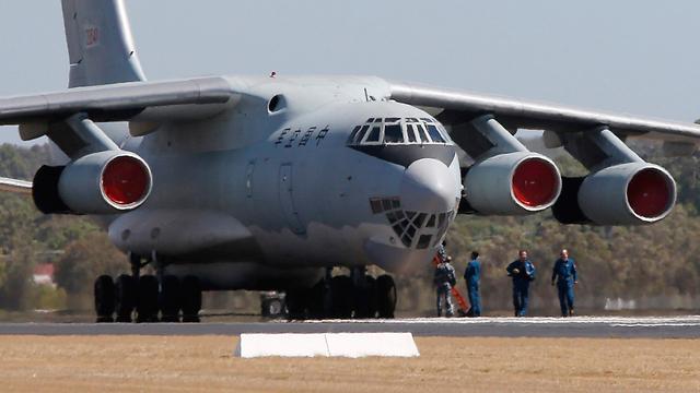 מטוס סיני משתתף בחיפושים (צילום: רויטרס) (צילום: רויטרס)