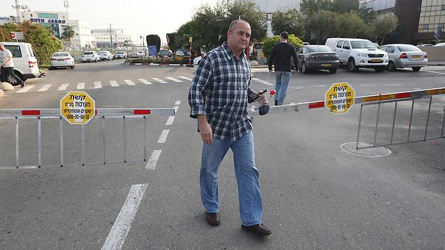 ארז וינר בכניסתו לחקירה במשטרה  (צילום: ירון ברנר) (צילום: ירון ברנר)