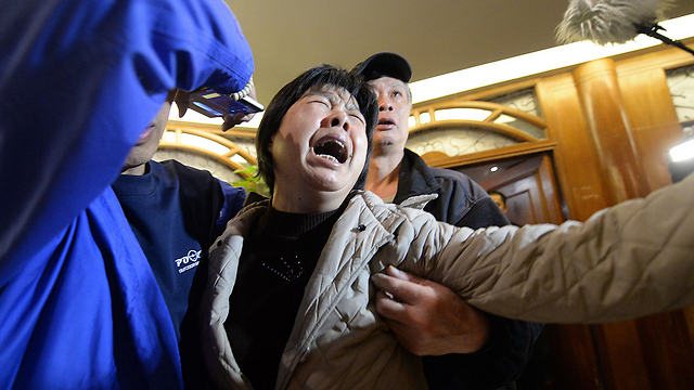 סודות צבאיים? לא מעניינים את קרובי הנוסעים המודאגים (צילום: AFP) (צילום: AFP)