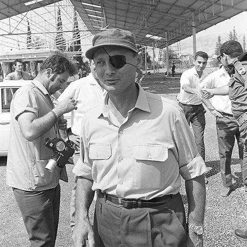 שר הביטחון דיין בביקור ביריחו. להיות מוכנים להילחם על הגבולות (צילום: דוד רובינגר) (צילום: דוד רובינגר)