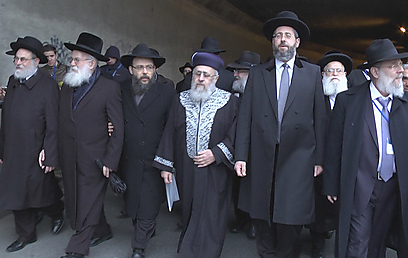 Israeli and European chief rabbis march near Gestapo headquarters (Photo: Eli Mandelbaum)