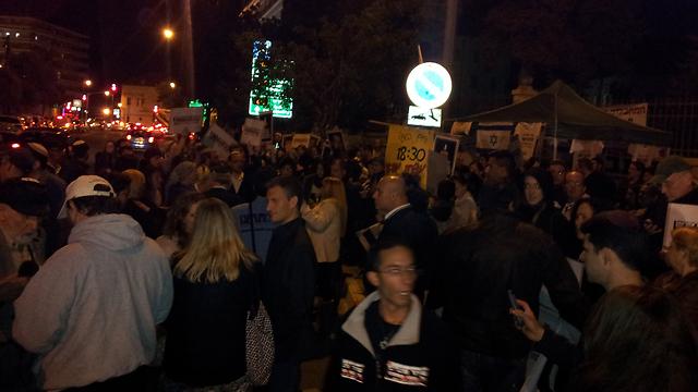 ההפגנה מול בית ראש הממשלה, הערב ()