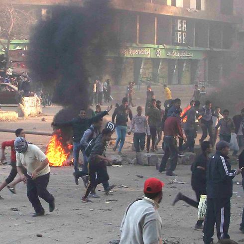 Hamas members riot with Muslim Brotherhood in Cairo (Photo: Reuters)