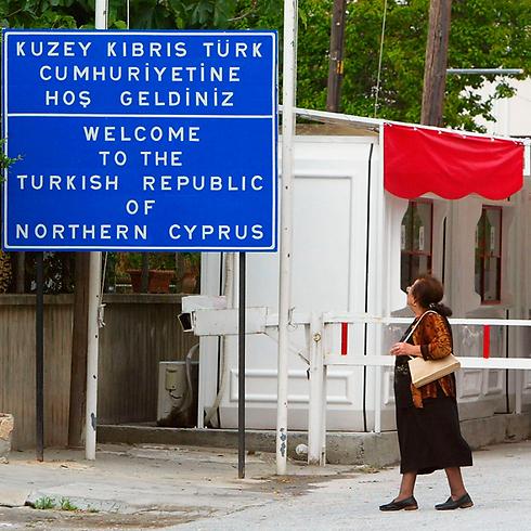 מעבר הגבול בניקוסיה המחולקת (צילום: Gettyimages)