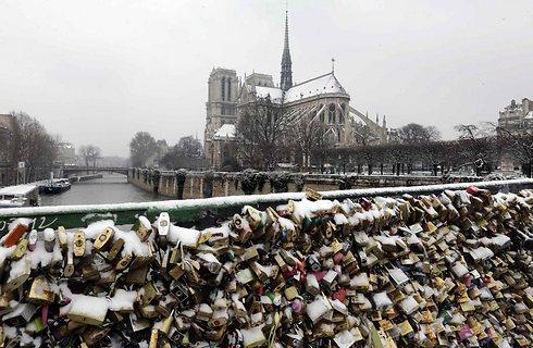 סוף לתופעה? מנעולים על גשר פריזאי (צילום: רויטרס) (צילום: רויטרס)